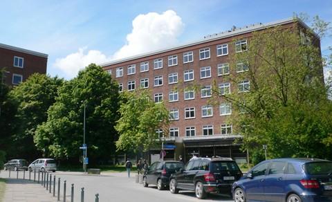 Foto vom Gebäude des Mathematischen Seminars (Sommer 2013) (klein)