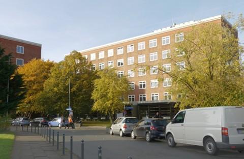 Foto vom Gebäude des Mathematischen Seminars (Herbst 2013) (klein)